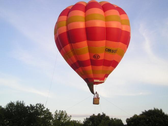 výhliadka z balónu priamo v areály