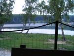 pohľad na vodnú nádrž Duchonka z terasy reštaurácie Hrádze